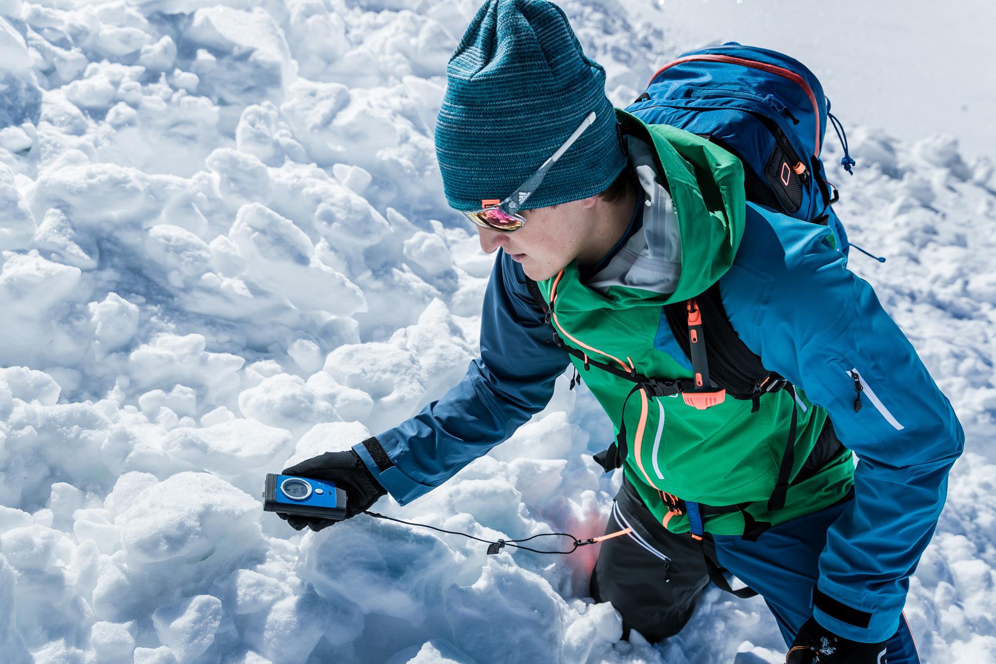 Avalanche transceiver fine search