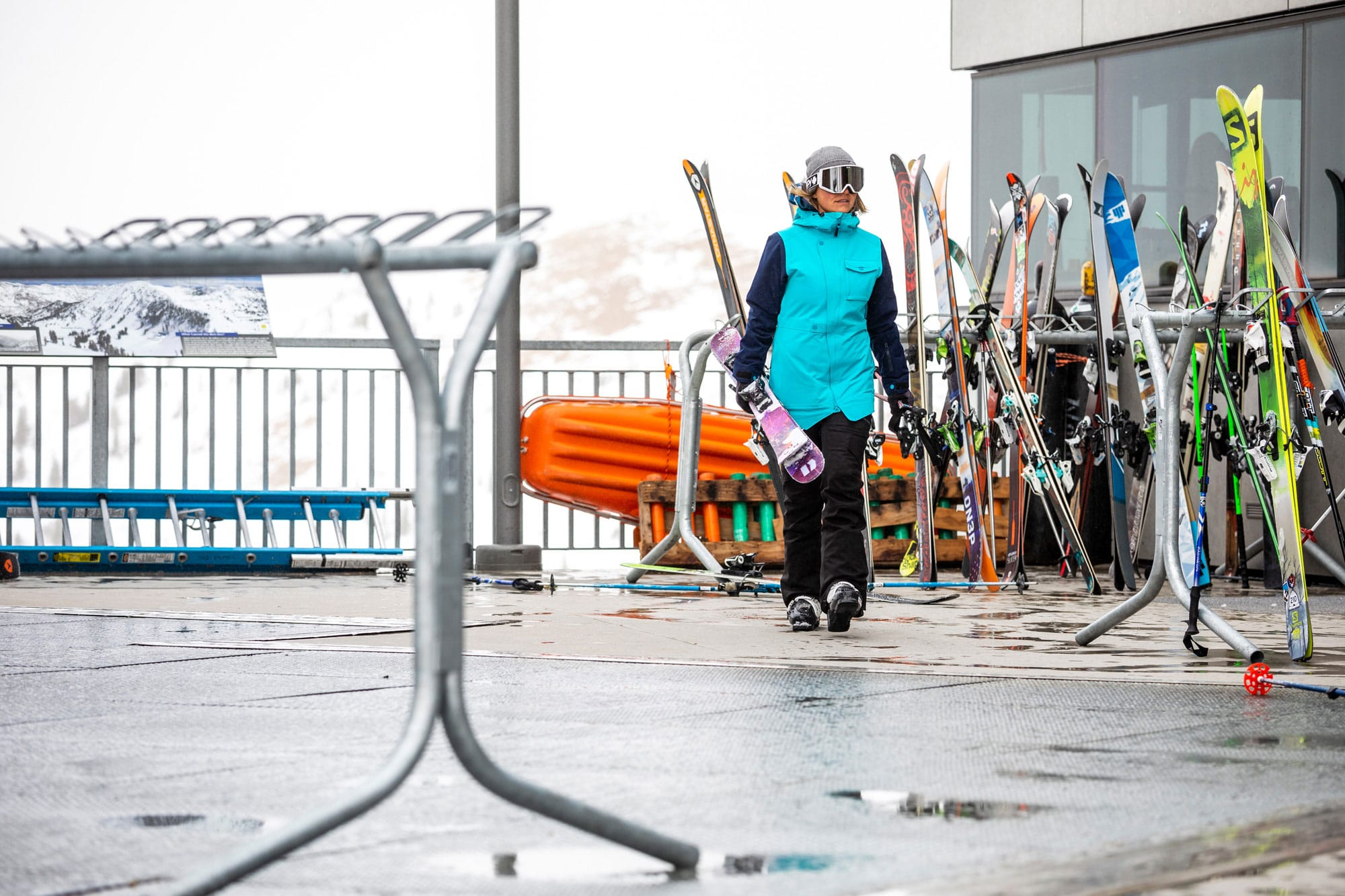 Ski werden getragen