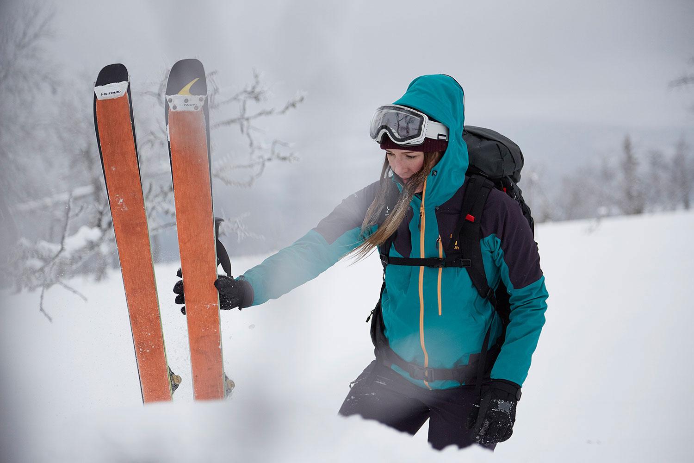 Haglöfs GTX Frau im Schnee